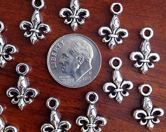 Bulk 25 Fleur De Lis Charms, Antique Silver Charms, New Orleans Saints Charms, Mardi Gras Charms, Findings, Jewelry and Craft Supplies