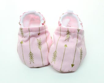 Pink baby shoes, baby shoes, soft sole, baby booties, toddler shoes, baby girl shoes, pink with metallic gold  arrows baby shoes
