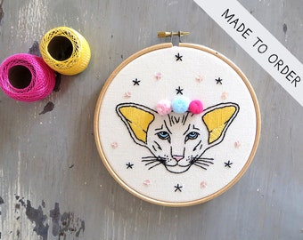 Hoop Art cat, Embroidery art, Embroidery illustration, Hand embroidery, Modern wall hanging, modern embroidery.