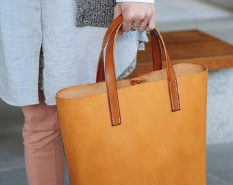 Artemis Leatherware Hand Stitched Leather Tote Bag (Normal Version)
