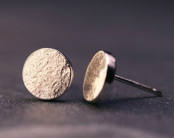 Sterling silver hammered dot hammered disc earrings