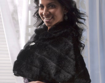 Bride's faux fur capelet Winter Wedding cape coat Available in black, cream, ivory or winter white