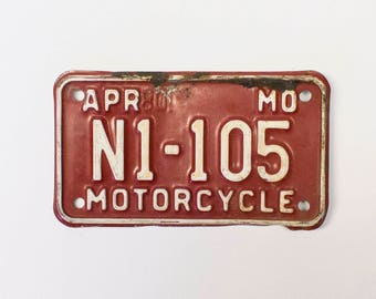 1980 Missouri Motorcycle License Plate - Red And White Vintage Used Bike License Plate (77-BO-LP-0139)