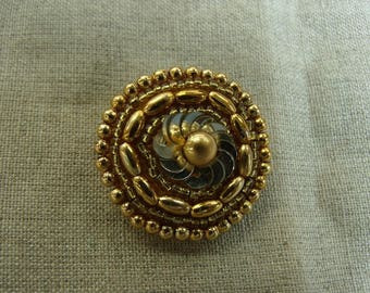 BUTTON/jewelry with Golden beaded tail