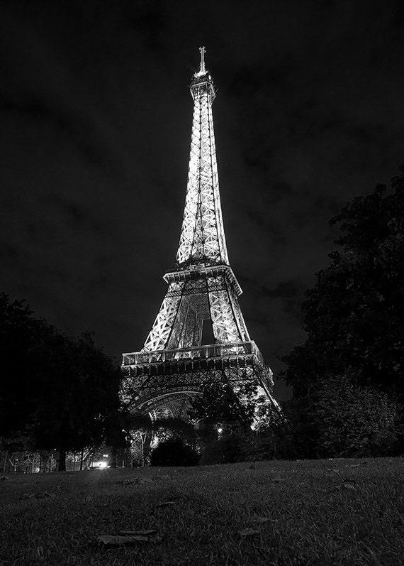 Nuit de eiffel tour eiffel paris noir et blanc romantique - Photo romantique noir et blanc ...