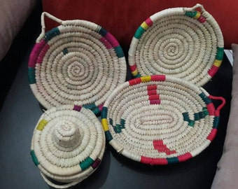 Set of 4 baskets including one with lid