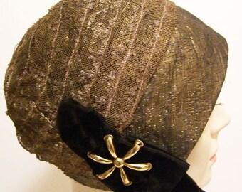 """23"""" - Vintage 1920s Gold Lame Flapper Deco Womens Cloche"""