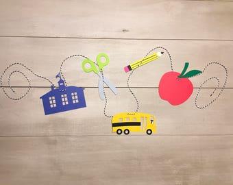 Paper banner- back to school- classroom banner- paper decor- classroom decor- school decor- school banner- teacher present- teacher decor