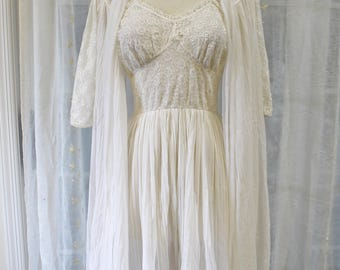 Let the Honeymoon begin-Vintage 1960s White Peignoir Set