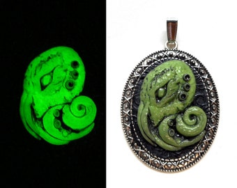 Cthulhu Pendant / Cthulhu / Octopus Pendant / Lovecraft / Glow in the Dark / Polymer Clay / Geek Jewelry / Gothic Jewelry / Horror / Cameo