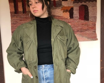 vintage olive green canvas military field jacket WWII M1943 / size L 36R
