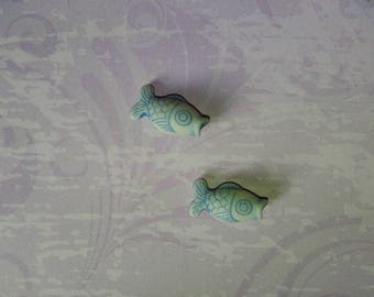 set of 2 fish color white/blue beads