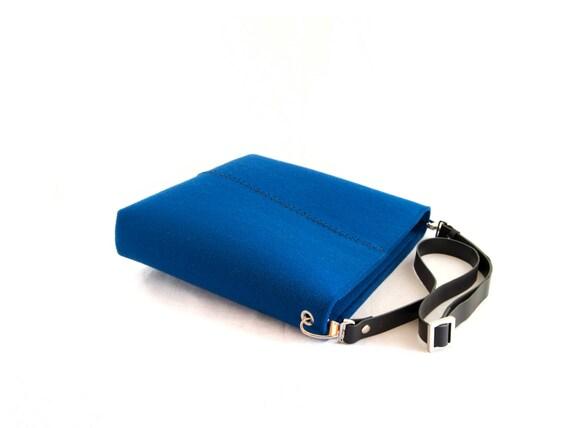 Felt SMALL CROSSBODY BAG with leather strap / crossbody purse / small shoulder bag w/ zipper / blue felt bag / wool felt / made in Italy