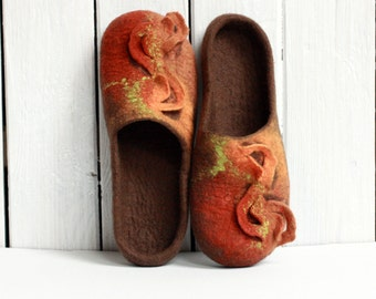 Women house shoes,brown, orange felted wool slippers, Christmas gift for her, wool house shoes clogs, brown slippers women slippers valenki