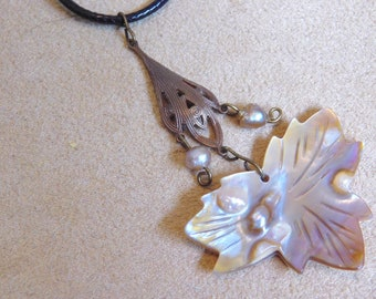 Blister Shell Leaf & Pearls Necklace