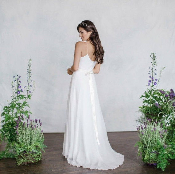 Style Axnf Maxine Wedding Dress Simple Yet Elegant This: Simple Chiffon Wedding Dress V-Neck Slim Light Weight
