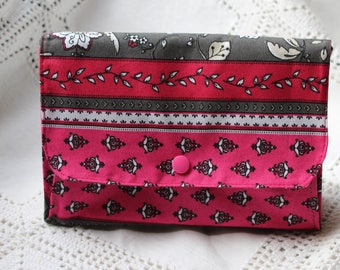 Kit three compartments lined in grey fabric and fuchsia