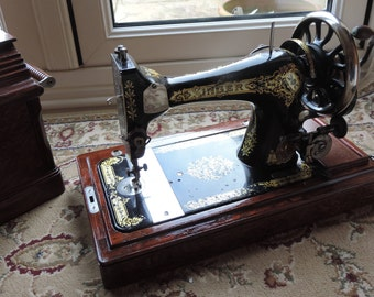 Vinatge Singer Sewing Machine from 1911 with case in excelent condition