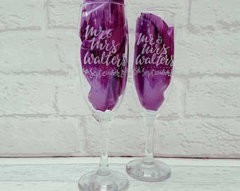 Mr and Mrs Toasting Champagne Flutes - Personalised Champagne Glasses with Wedding Date -  Pair of Glasses