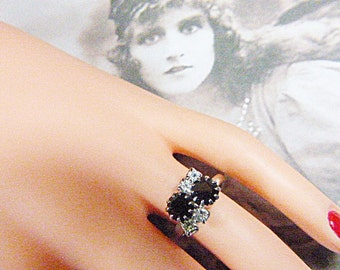 Vintage Silver Ring With Black Rhinestones - Size Adjustable - R-456