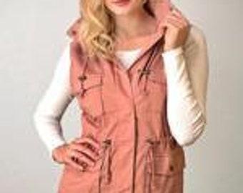 Sleeveless Anorak Vest w/ Pockets