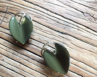 Vintage Gold Tone and Olive Green Leaf Heart Clip On Earrings, Women's Jewelry, Costume Jewelry, Costume Earrings, Retro Earrings