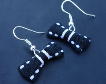 These earrings turn! Black and dotted bow white