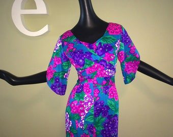Vintage 60s 70s Hawaiian Maxi Dress Sexy Wrap Front Split Bell Sleeves Hippie Floral Flower Hydrangea Print in Purple & Hot Magenta Pink SM