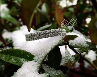Johá | Bracelet en cuir et fil d'étain | Inspiration bijoux scandinaves et finno-ougriens | Tenntråd