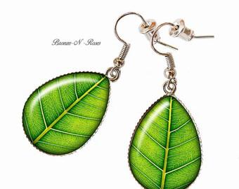 Drop earrings * Nature * cabochon leaf green glass