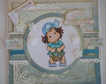 carte d'anniversaire romantique ton bleu turquoise avec une fillette et son petit panier de fleurs