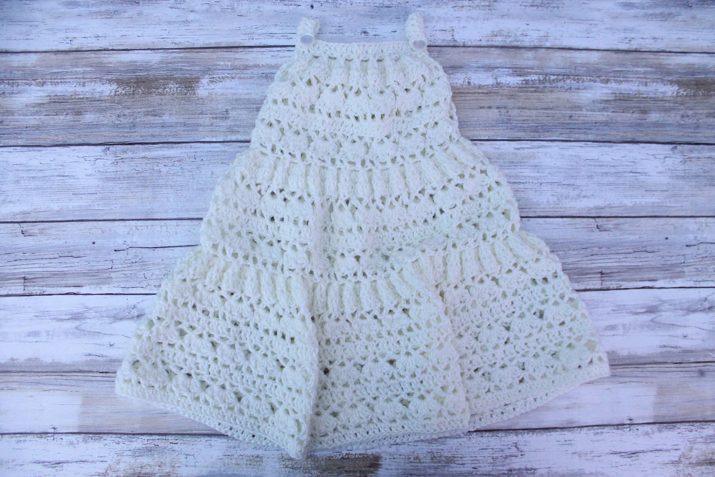 Häkeln Sie abgestufte Baby Kleid. Häkeln Sie Sommer-Baby