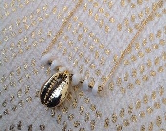 Azumba cowrie shells necklace