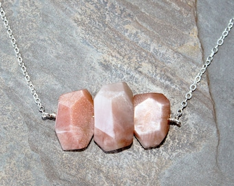Peach Moonstone Necklace, Natural Stone Necklace, Peach Necklace, Rough Stone Necklace, Natural Necklace, Bohemian Necklace, Raw Stone
