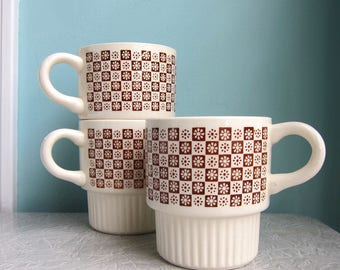 Mod Brown Stackable Coffee Cups, Brown Checkered Cups, Brown Daisy Mugs, Stackable Brown Daisy Checkered Mugs, Retro Stackable Mugs 1970