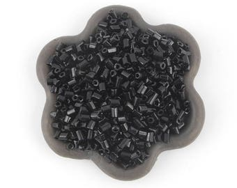 20grs 2.5x2mm black seed beads (21)