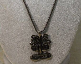 Long 925 Sterling Silver Serpentine Chain With Tree (?) Pendant Necklace