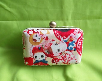 Kitsch dolly box clutch