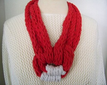 Necklace knitting fingers (red and white) 3 laps #711