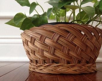woven wicker basket / planter