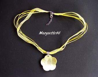 Satin organza necklace and its Pearly yellow flower