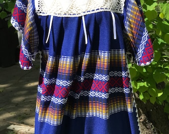 Vintage Mexican Peasant Dress Embroidered Folk Art Southwest Oaxaca Caftan Loose Fit Boho Hippie Bright Colors Size Medium to Large