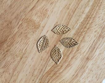 Gold tone leaf pendant