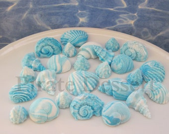 100 Beach Wedding Favor Candies - Small Blue and White SEA SHELLS -  Edible cake decorations - Beach Wedding (Blue and White)(100 Pieces)
