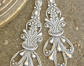 Lot 2 long pendants stunning prints lace Baroque creation or Vintage jewelry earrings