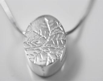 Reversible silver pendant necklace