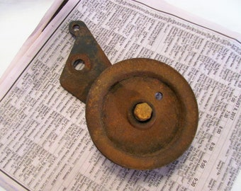 Industrial Metal Pulley / Farm Pulley for Hanging Lamps / Steampunk Decor