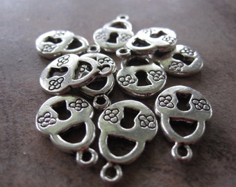 10 Antiqued Silver-Plated Pewter Charms, 14x11mm Double-Sided Lock with Flower Design - JD105