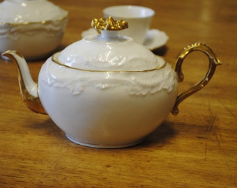 Antique 19th Century French Hand Painted Limoges Tea Pot. C1890 R. Delinieres & Cie
