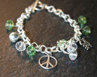 """Bracelet/curb chain """"Dragon"""" with pearls and Crystal green and bright with charms or charms"""